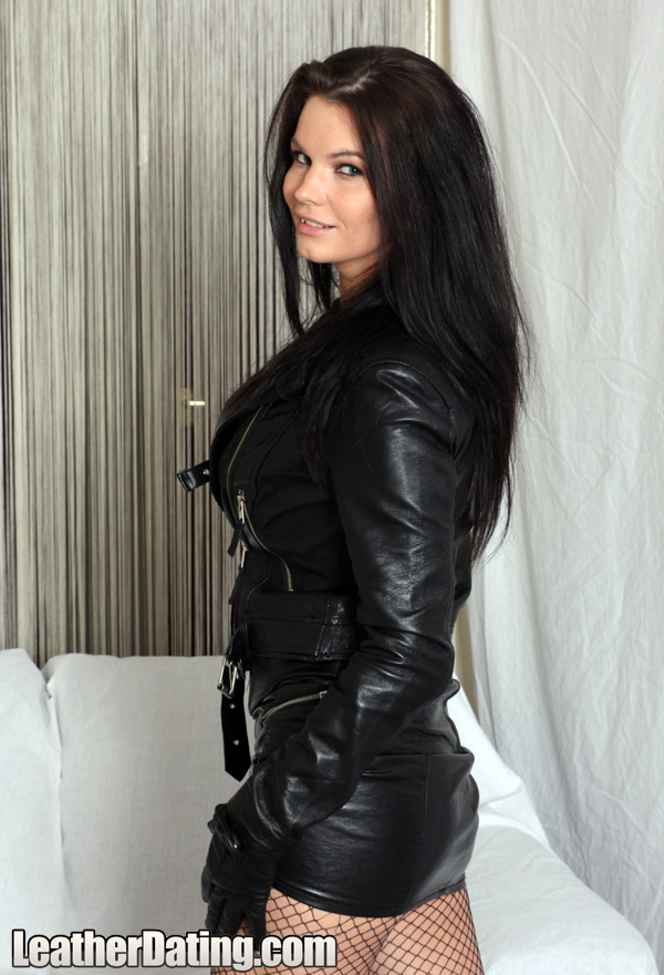 http://www.leathermansion.com/leatherdating/galleries/16/11.jpg