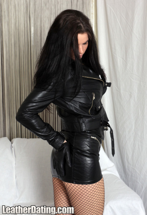 http://www.leathermansion.com/leatherdating/galleries/16/12.jpg