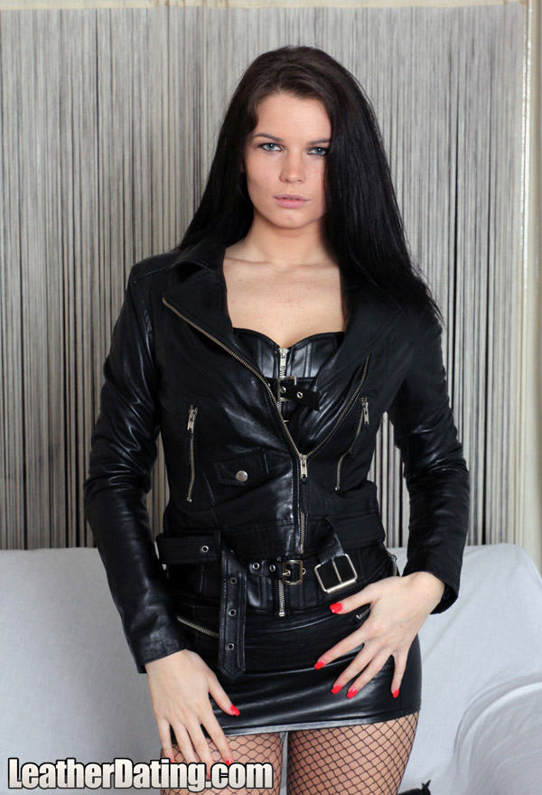 http://www.leathermansion.com/leatherdating/galleries/16/2.jpg