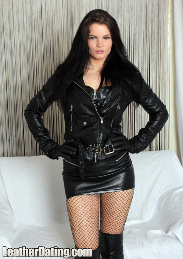 http://www.leathermansion.com/leatherdating/galleries/16/9.jpg
